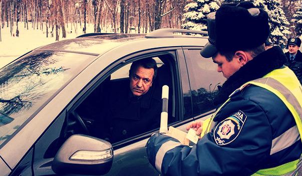 Не передавайте в руки свое водительское удостоврение и техпаспорт!