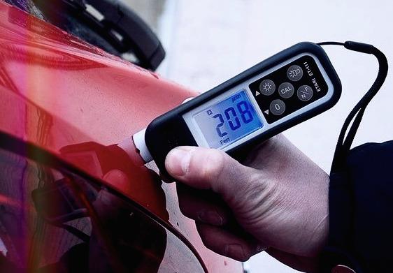 Проверка автомобиля при помощи толщинометра.